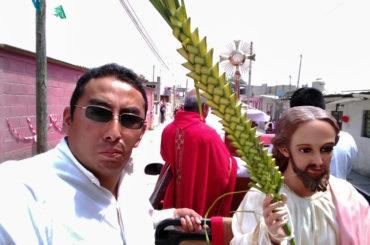 Apoyo en procesión domingo de ramos