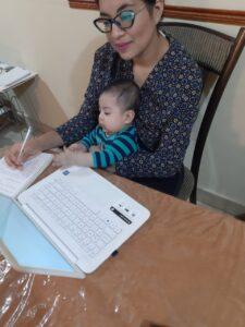 curso virtual evangelizadores mujer con su bebé