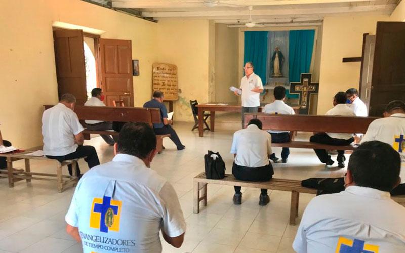 Retiro Espiritual y junta con los Animadores y los Evangelizadores de manera presencial.