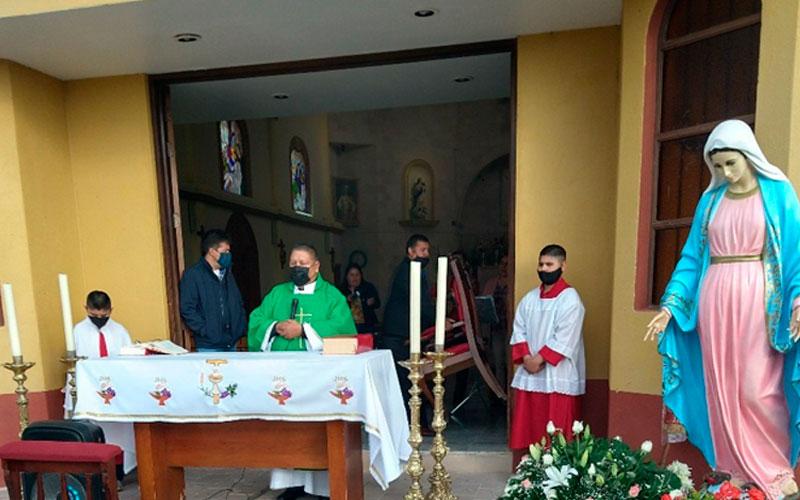 Misa en la Parroquia de San José de la Isla, del Municipio de Genaro Codina de Zacatecas.